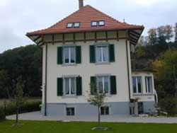 das Haus nach Fassadensanierungen welche durch unsere Malerei Gipserei zwecks Risssanierung durchgeführt wurde