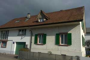haus fassade renovationsbeduerftig